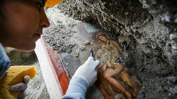 Pompeii'de yeni keşif: Tanrıça Leda ve kuğu kılığında Zeus'un duvar resmi