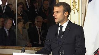 """Emmanuel Macron : l'Etat sera """"vigilant"""" sur l'avenir"""