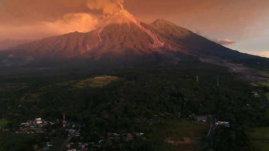 В Гватемале началось новое извержение опасного вулкана Фуэго