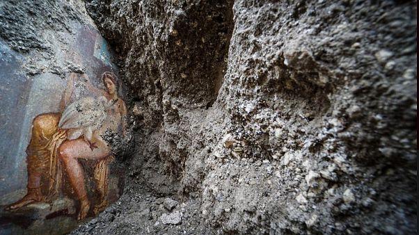 Πομπηία: Νωπογραφία ερωτικής συνεύρεσης Δία-Λήδας