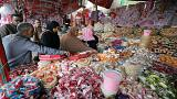مصريون يشترون الحلوى من أحد الأسواق احتفالا بذكرى النبوي بالقاهرة 18-11-18