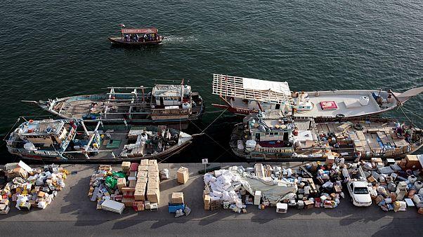 بضائع في دبي بانتظار شحنها على قوارب باتجاه إلى ايران  بتاريخ 05-11-18