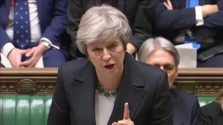 Brexit: Theresa May vékony jégen táncol