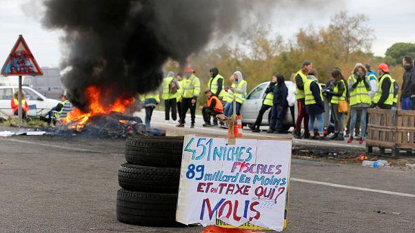 """Gilets jaunes : le gouvernement dénonce """"la dérive totale des manifestations"""""""
