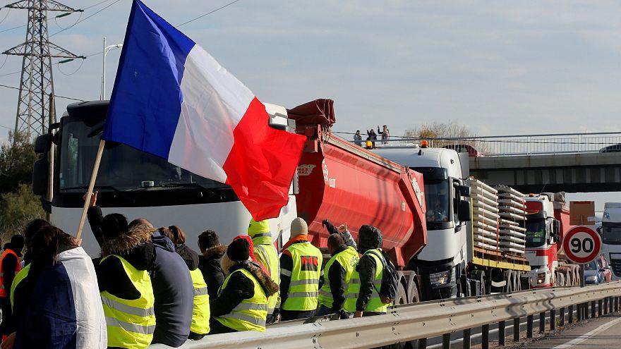 Tovább tüntetnek az üzemanyagárak miatt a franciák