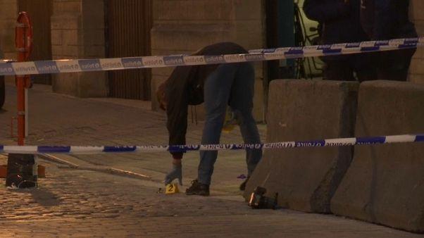 Bruxelles: poliziotto accoltellato