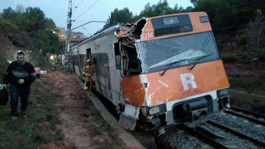 Un muerto al descarrilar un tren cerca de Barcelona