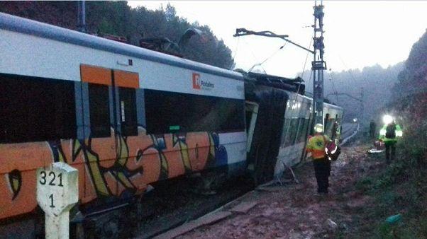 قتيلان وأكثر من 40 مصاباً بعد خروج قطار عن القضبان في إسبانيا