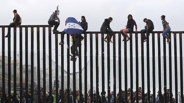 Trump'ın göçmen başvurularını kısıtlayan kararı geçici olarak durduruldu