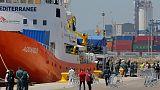 """إيطاليا تأمر باحتجاز سفينة المهاجرين أكواريوس """"لوجود نفايات سامة على متنها"""""""