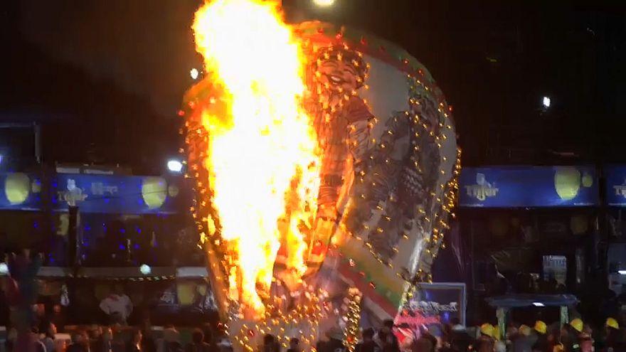 Fascinante y peligroso festival de globos en Birmania