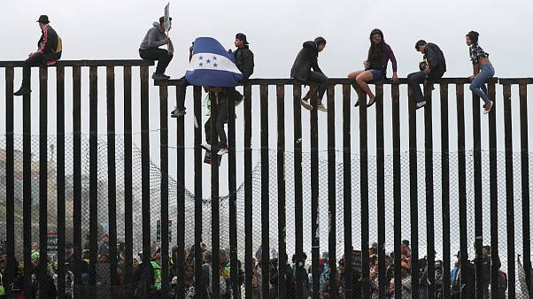 Δικαστικό «μπλόκο» στον Τραμπ για το άσυλο