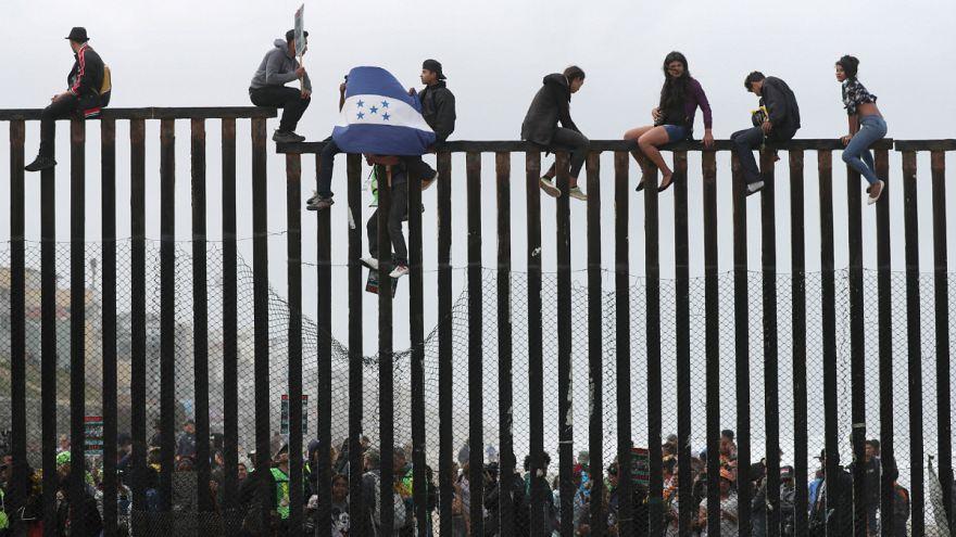 Felfüggesztette egy bíró Trump menekültellenes rendeletét