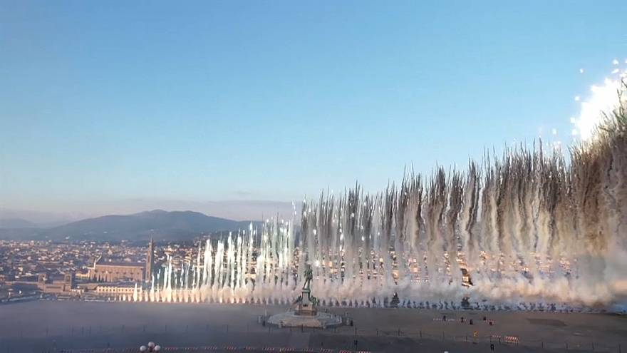 Chinese artist paints Florence's skies with 50,000 fireworks