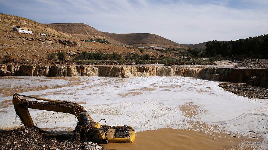 Suudi Arabistan'da bir aydır süren yağışların faturası ağır oldu: 35 ölü