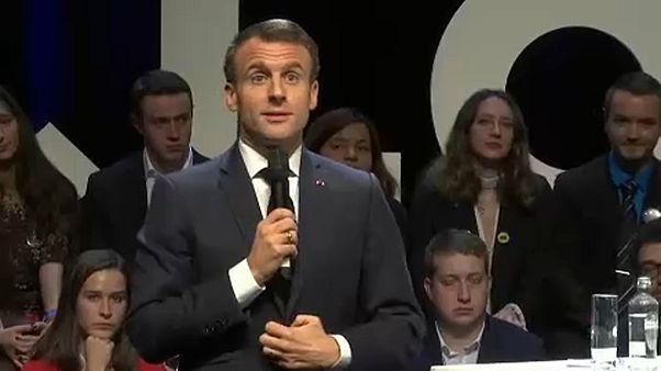 Macron hadsereggel védené az európaiakat