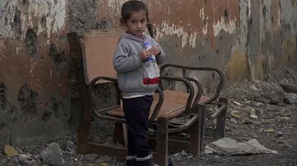 شاهد: الرقة السورية بعد عام على دحر داعش.. عيون شاخصة وهواء مشبع برائحة الموت