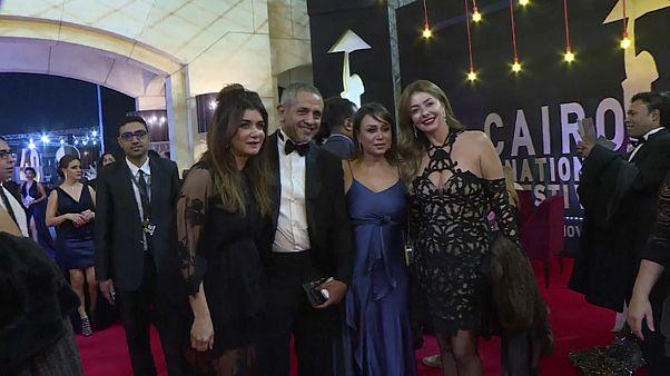 شاهد: تألق النجوم على السجادة الحمراء في افتتاح مهرجان القاهرة السينمائي