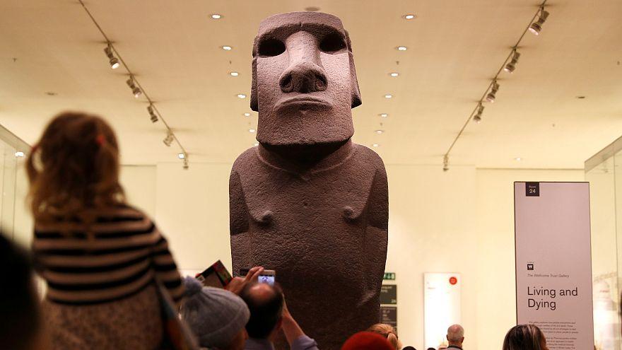 Los Rapa Nui en Londres para reclamar la devolución de su moai