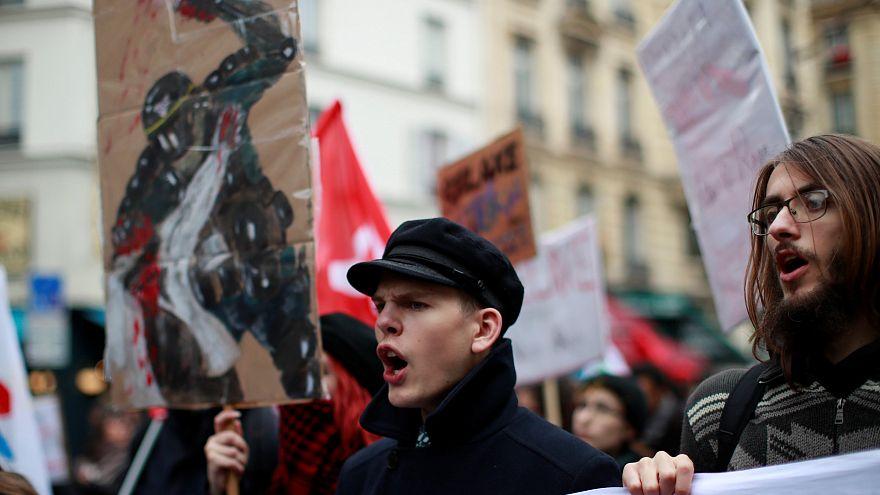 فرانسه؛ فراخوان به اعتصاب کامیونداران در بحبوحه جنبش جلیقه زردها