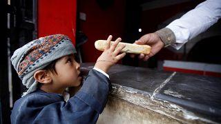 85 ألف طفل يمني ربما ماتوا بسبب الجوع والمرض