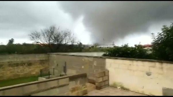 شاهد: إعصار مدمر في جنوب إيطاليا