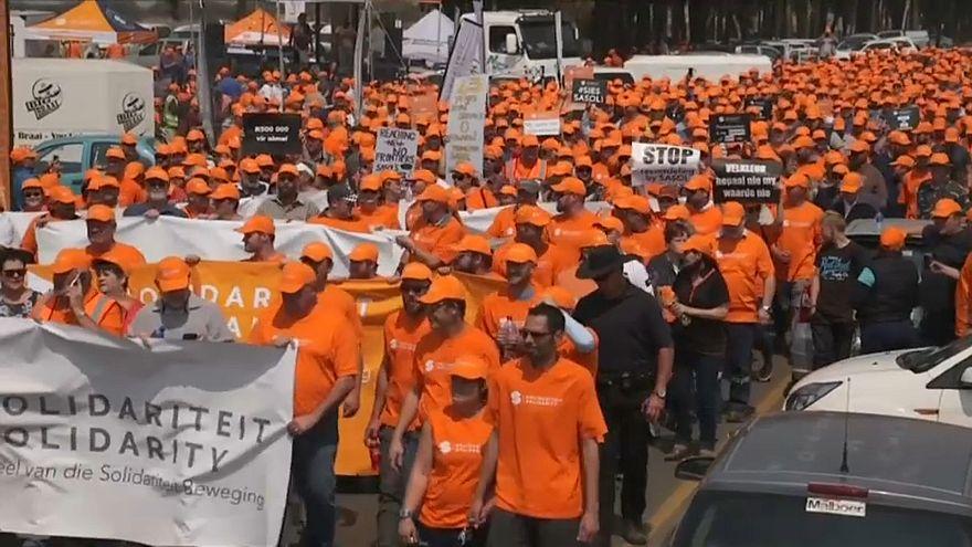 احتجاجات في جنوب إفريقية عى خلفية توزيع الأراضي