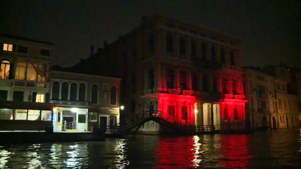 Venezia si tinge di rosso per i cristiani perseguitati
