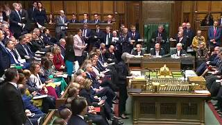 Brexit : Theresa May défend son accord bec et ongle