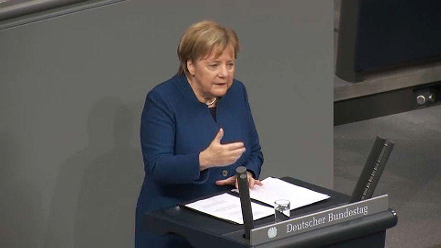Merkel brexitről és migrációról beszélt a Bundestagban