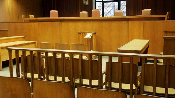 Δέκα χρόνια φυλακή σε καθαρίστρια για... απολυτήριο δημοτικού
