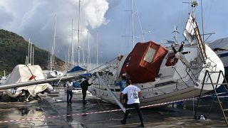 Marmaris'te hortum: Tekneler devrildi, otomobiller zarar gördü