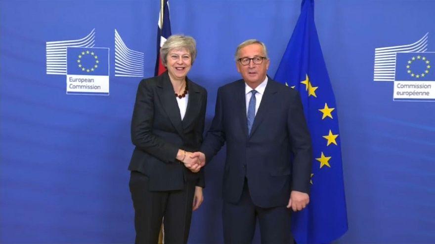 Juncker y May dan impulso a las negociaciones del Brexit en Bruselas