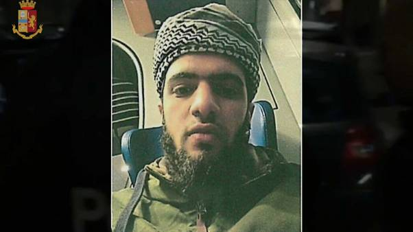 شاهد: الشرطة الإيطالية تعتقل شابا مصريا يشتبه في انتمائه لتنظيم داعش