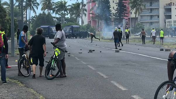 Chalecos amarillos: la violencia paraliza la isla de la Reunión