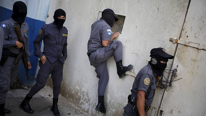 حراس أحد السجون في مدينة غواتيمالا