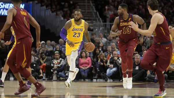 """NBA : retour gagnant à Cleveland pour """"King James"""""""