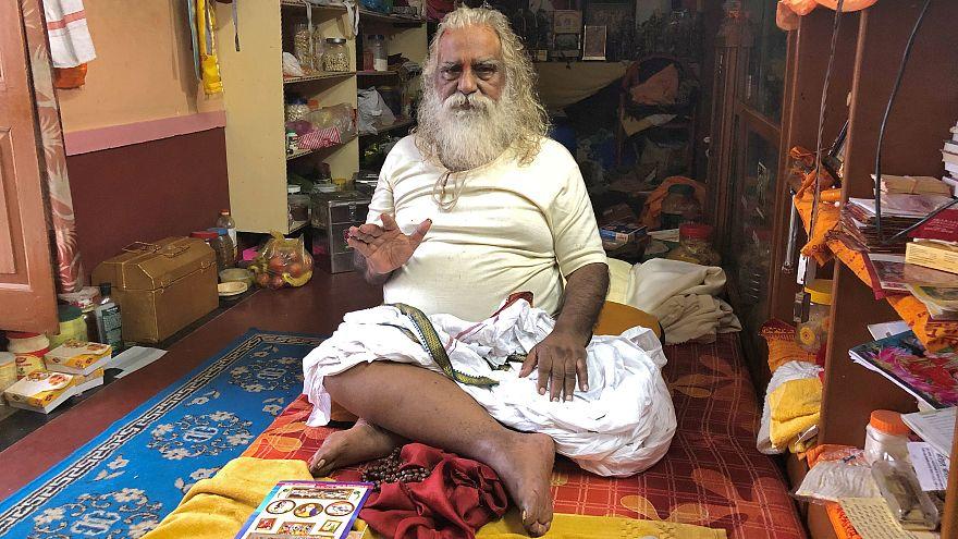 رجل الدين الهندوسي القيادي دوبال دال