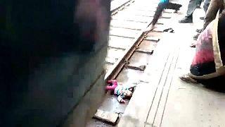 Miracle en Inde, un bébé passe sous un train et s'en sort indemne