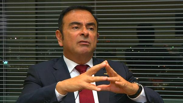 Carlos Ghosn è fuori da Nissan, Parigi cauta