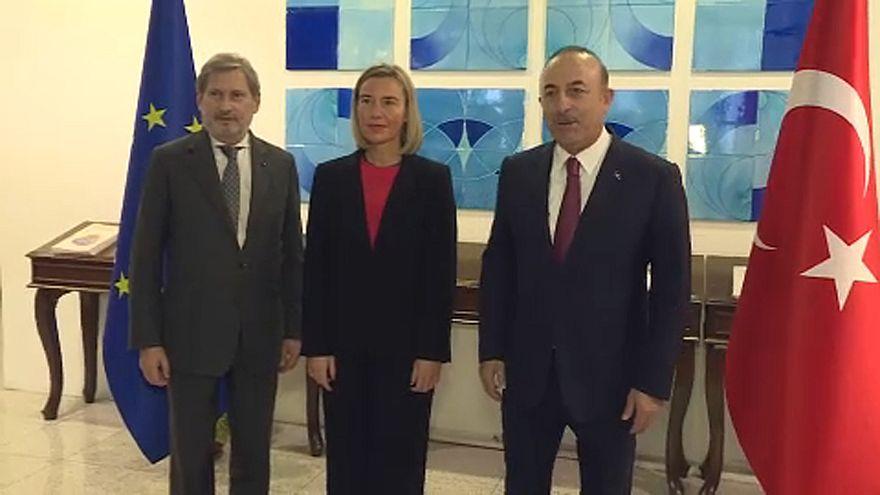 UE mantém reservas perante detenções continuadas na Turquia