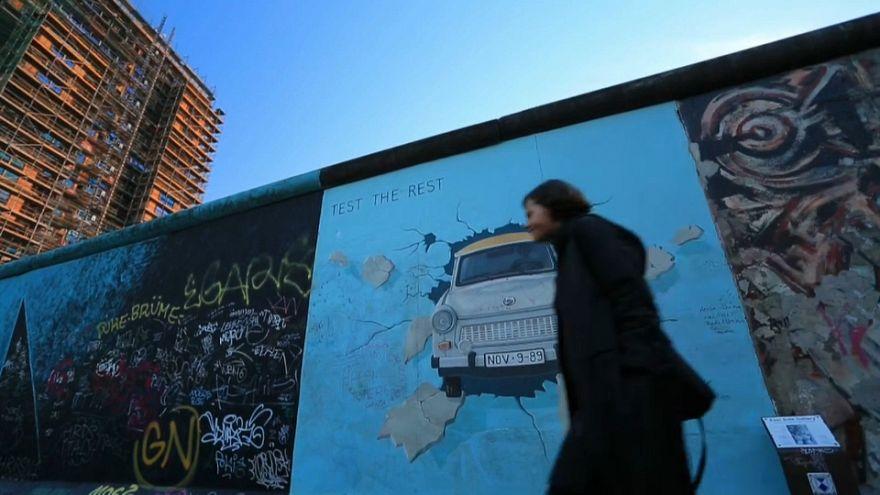 شاهد: مشاريع عمرانية تهدد ما تبقى من جدار برلين