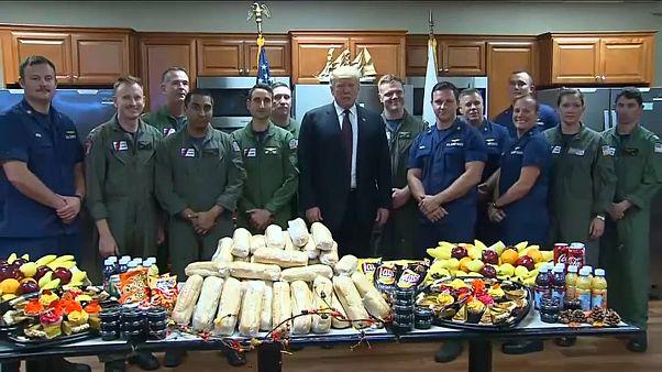 Трамп позавтракал с сотрудниками береговой охраны