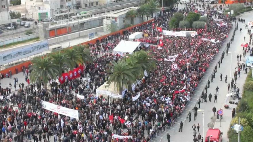 Tunisie : manifestations massives des fonctionnaires contre l'inflation