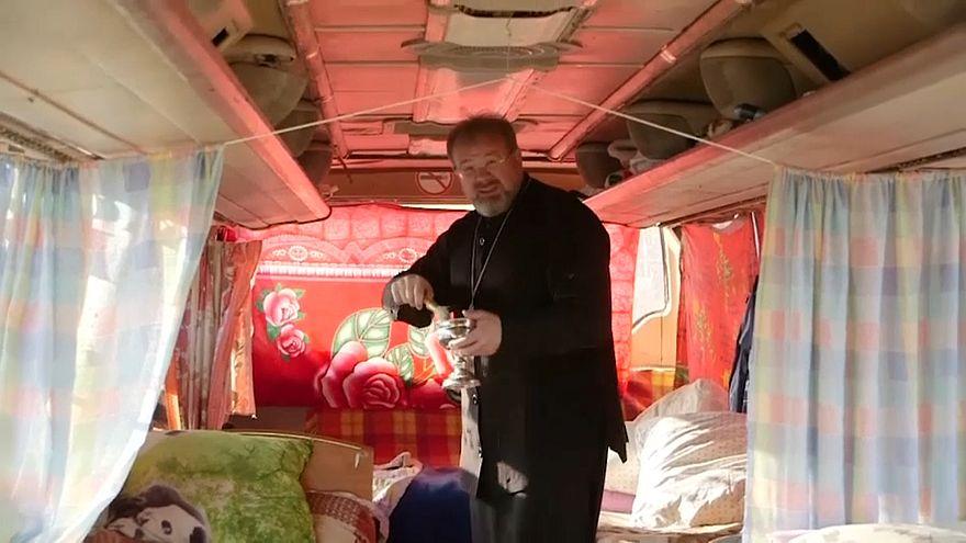 Под Хабаровском организовали автобусный хостел для бездомных