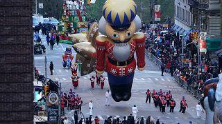 День благодарения: холод параду не помеха