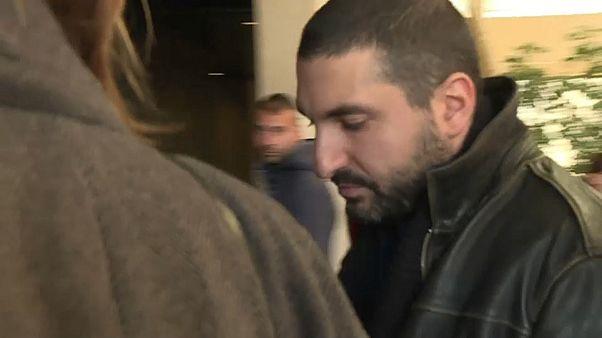 عازف البوق الفرنسي اللبناني إبراهيم معلوف أثناء دخوله المحكمة اليوم