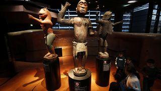 Fransa, Benin'e ait yaklaşık 6 bin tarihi eserden 26'sını iade ediyor