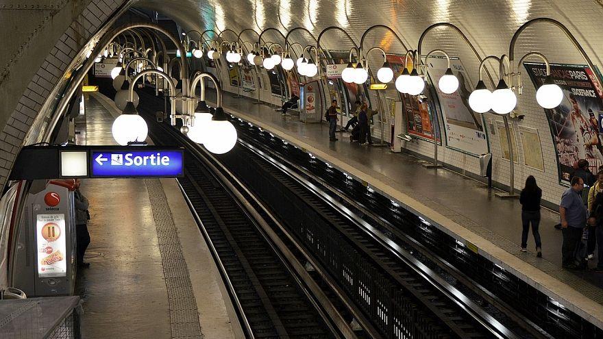 In der Metro geborenes Baby darf 25 Jahre gratis fahren
