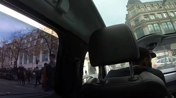 Paris con artist who charged €247 for a taxi ride is jailed